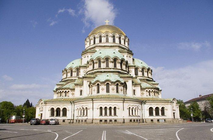 """храм-паметникът """"Св. Александър Невски""""."""