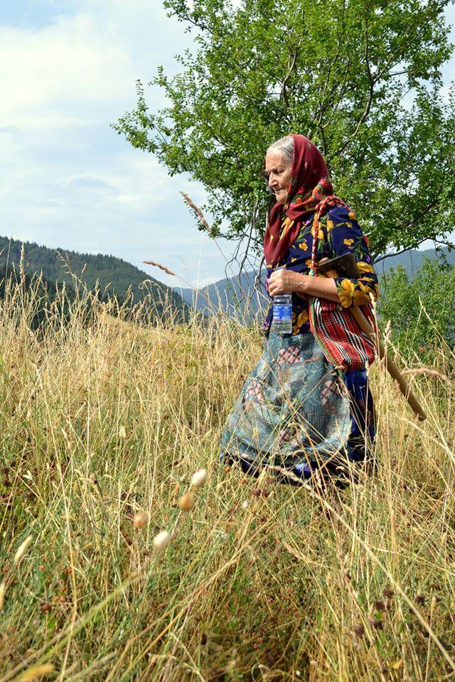 на разходка с баба Фанка из родната й Халилковска махала снимка: Резиденция баба