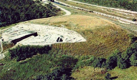 Селищна могила с. Юнаците снимка: idi.bg