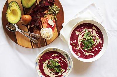 Крем супа с кашу, цвекло и авокадо